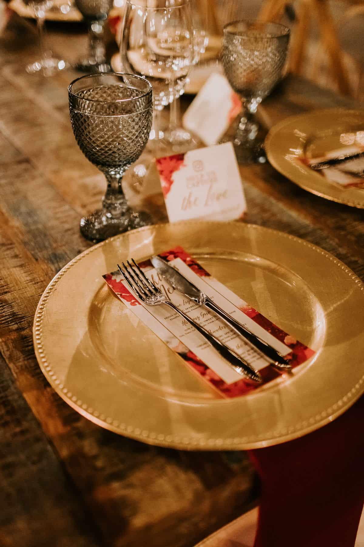 gold plate wedding dinner
