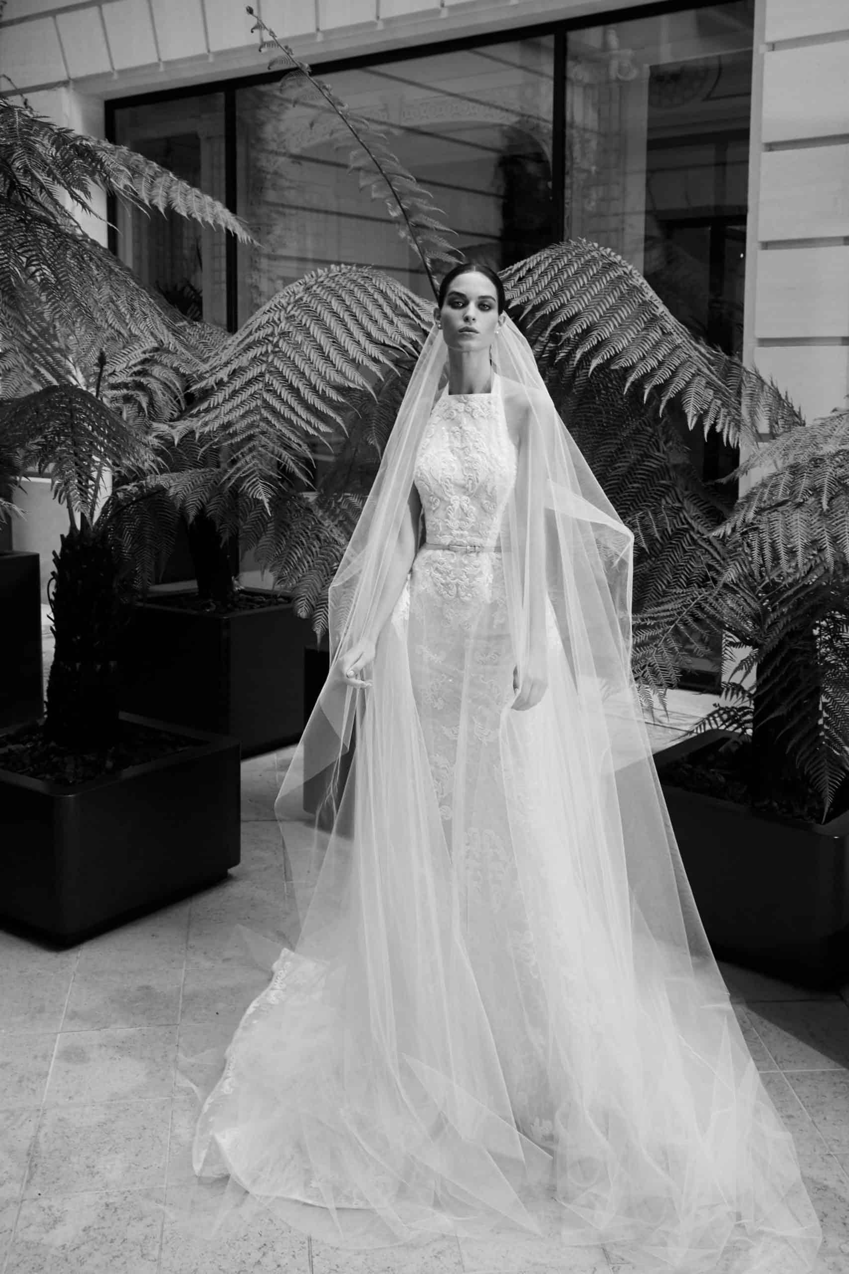 νυφικό φόρεμα φαντέλα και ζώνη απο την Elie Saab