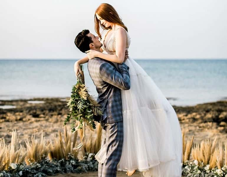 wedding photography bride and groom at the beach