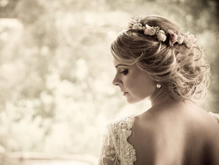 A woman in a wedding dress, showcasing her bridal hairstyle and makeup, photos and editing by Fotokinisi.