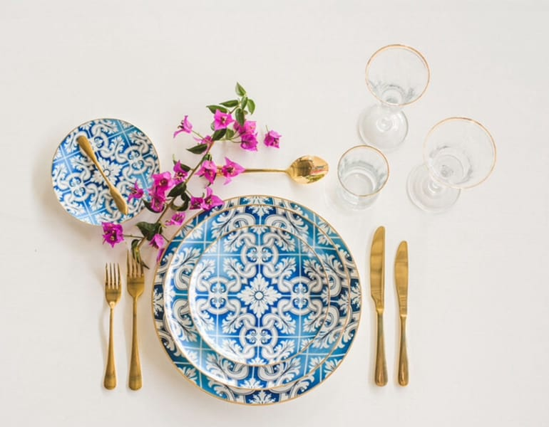 Blue pattern plates and gold cutlery for a wedding dinner in Cyprus, provided by Mint Event Finds.