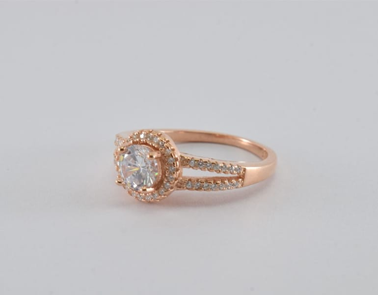 Golden engagement ring with diamonds, by Tim Tim Jeweller in Cyprus.