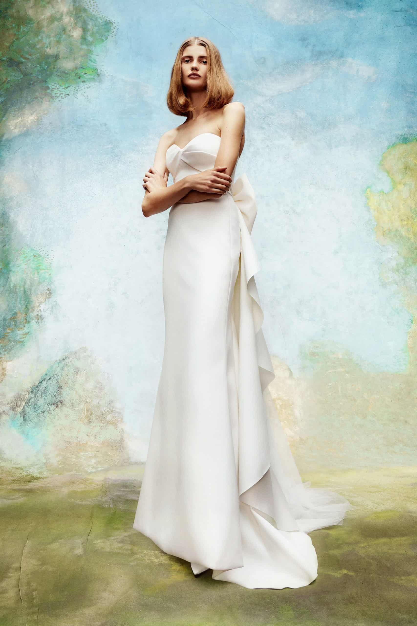 crop op wedding dress with wow tail by Viktor and Rolf