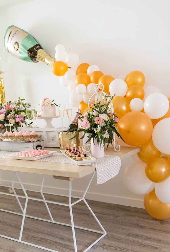 brunch table decoration with balloons