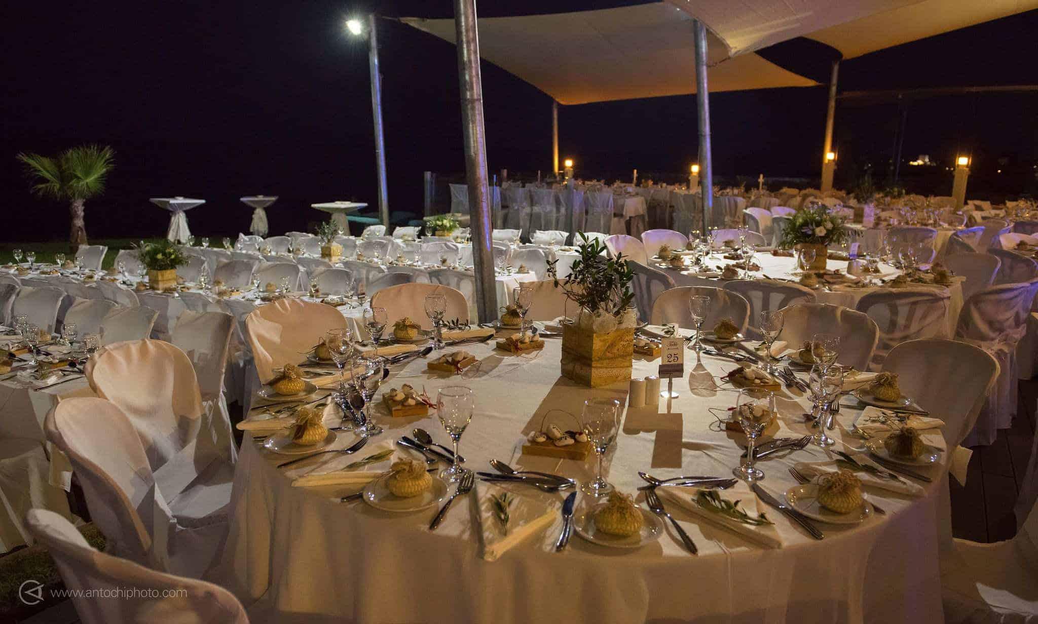 πραγματικός γάμος στη Κύπρο διακόμηση γαμήλιου δείπνου με ελιά