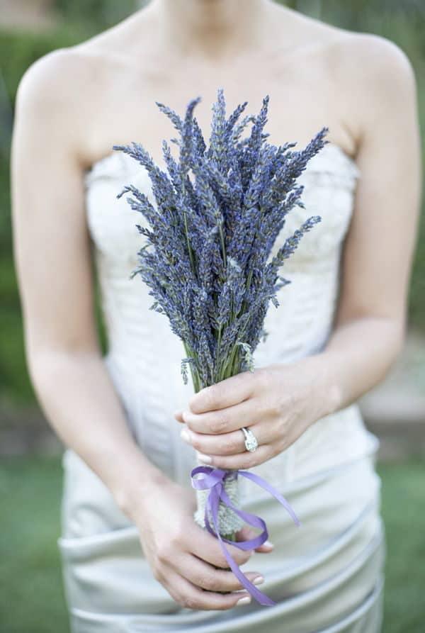 γαμήλια ανθοδέσμη με λεβάντες