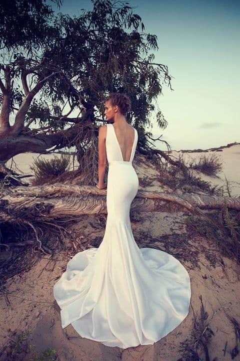 mermaid line wedding dress with revealing back