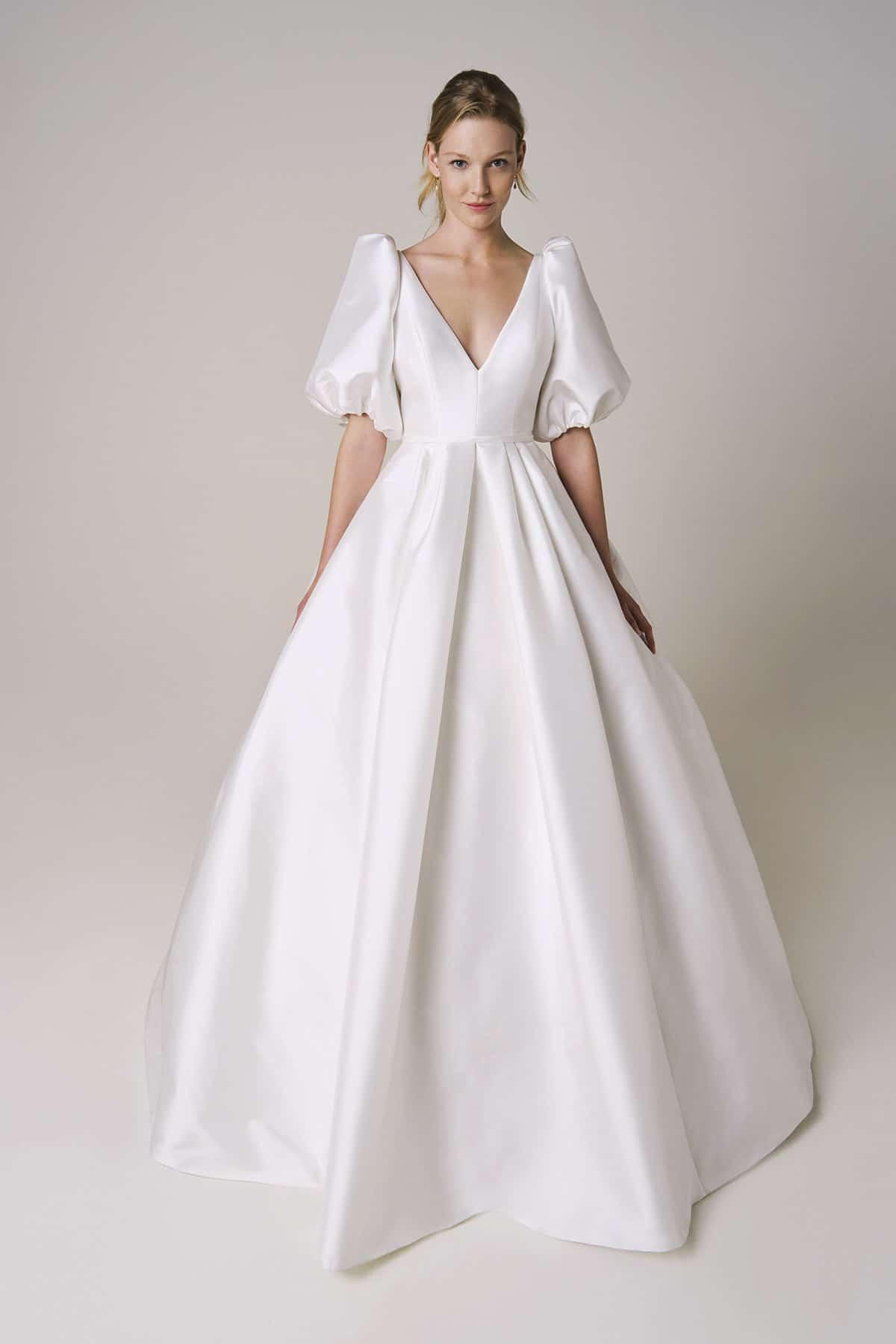 wedding dress with puffy sleeves by Jesus Peiro