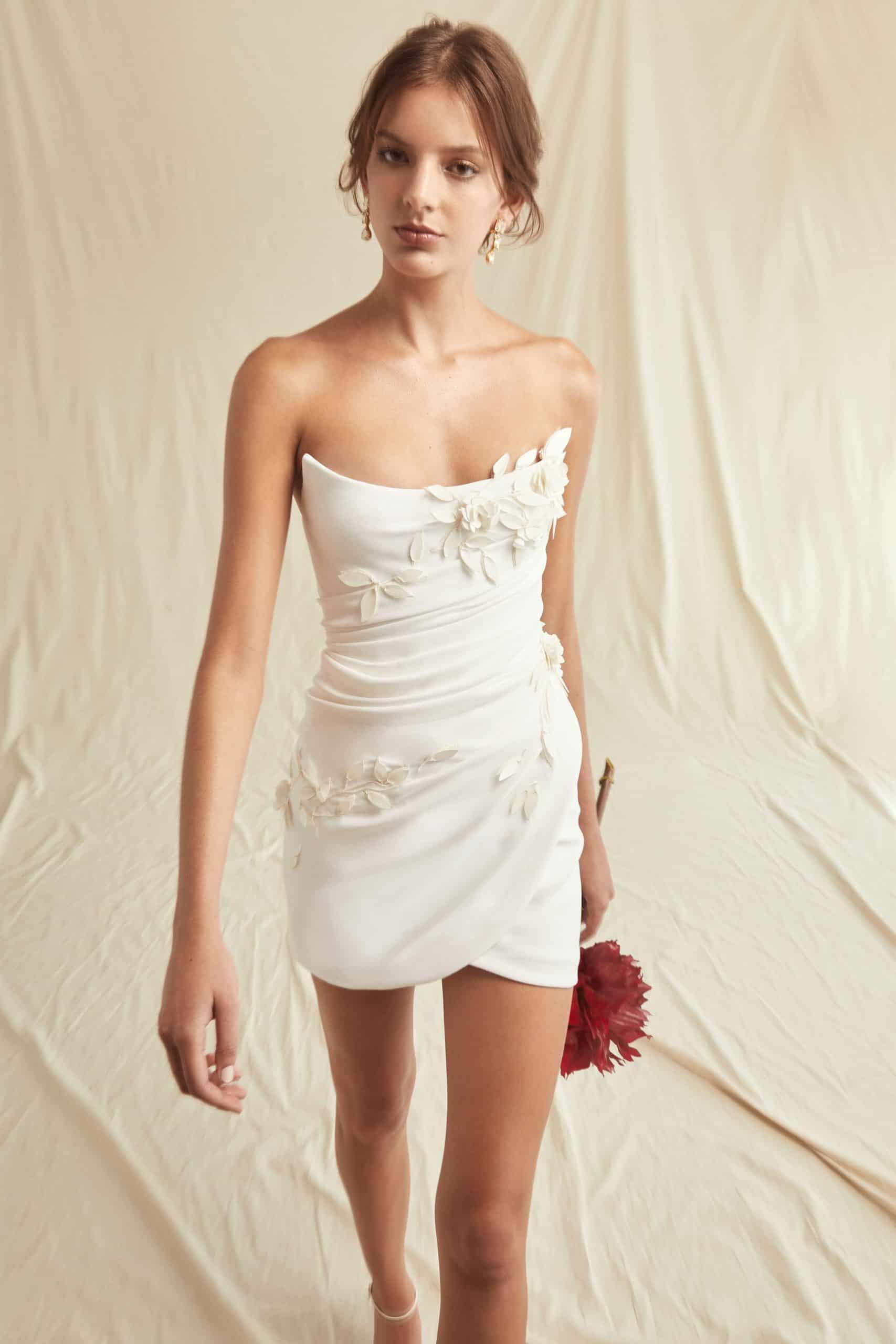a short wedding dresses by Oscar de La Renta
