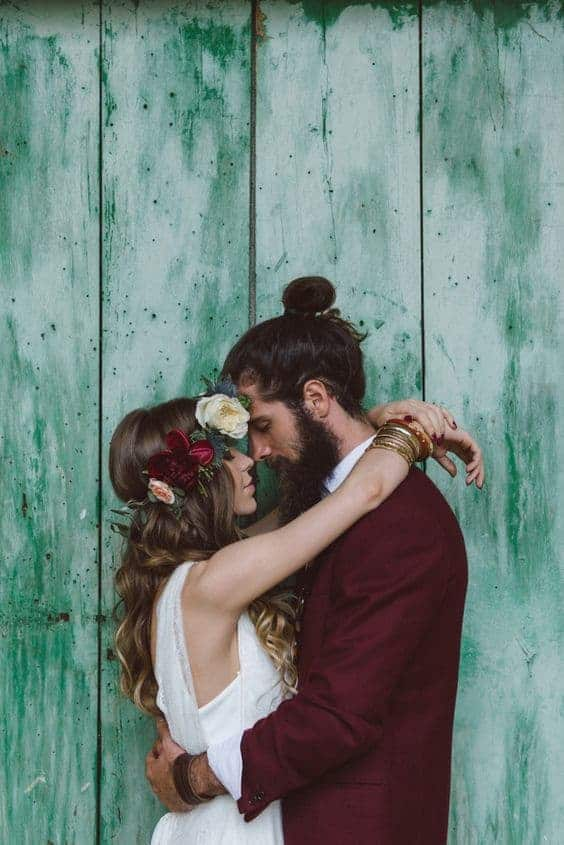 bride and groom in turquoise backgroud