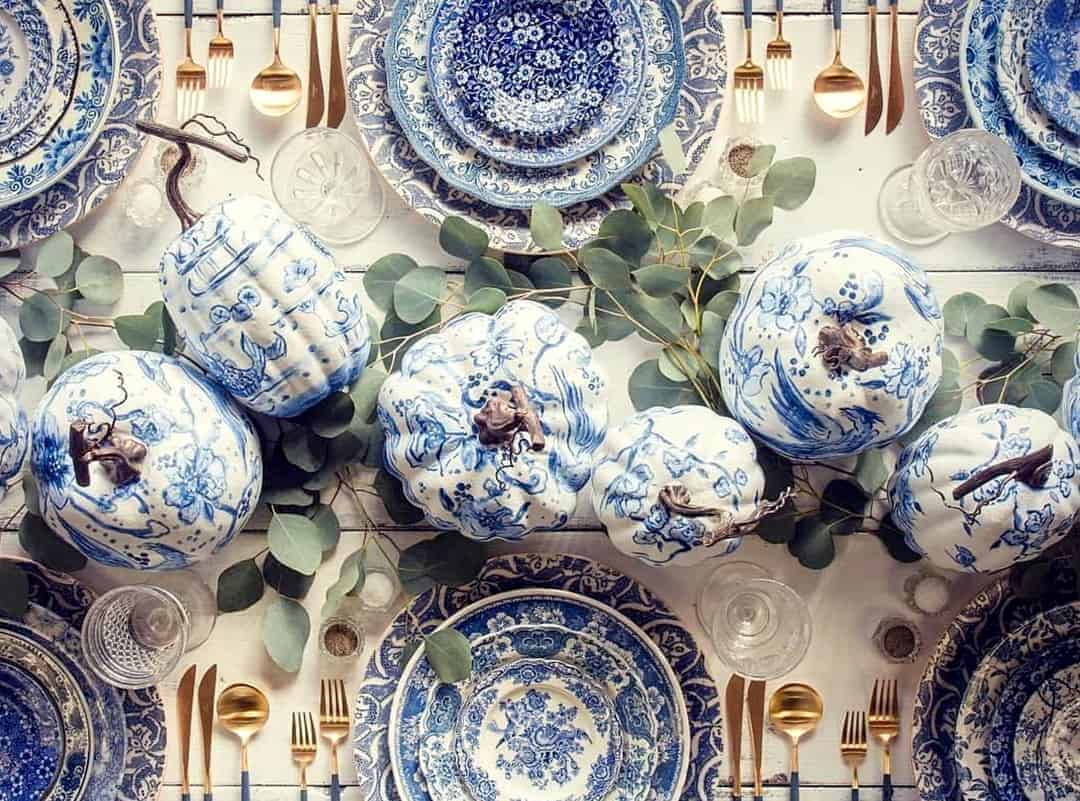 wedding table decoration in china blue theme with pumpkins