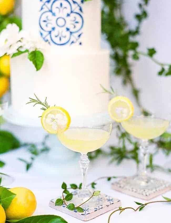 wedding cake with lemon cocktails