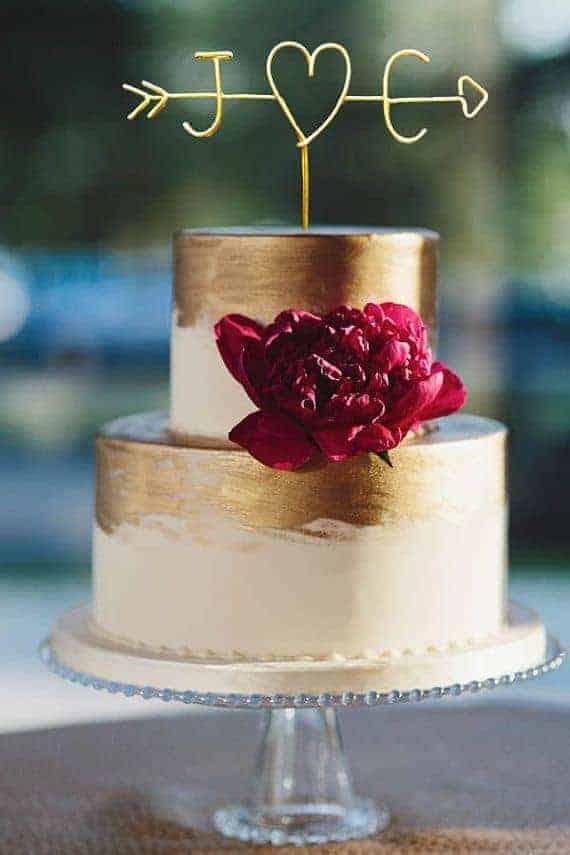cake topper με τα αρχικά του ζευγαριού