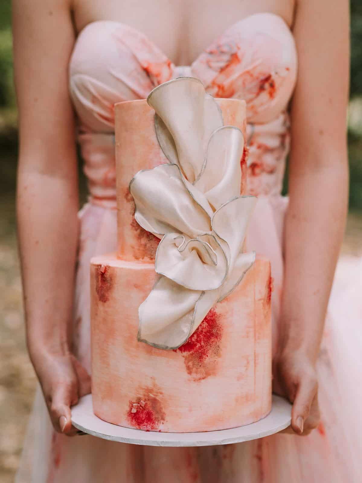 wedding cake same texture of the dress