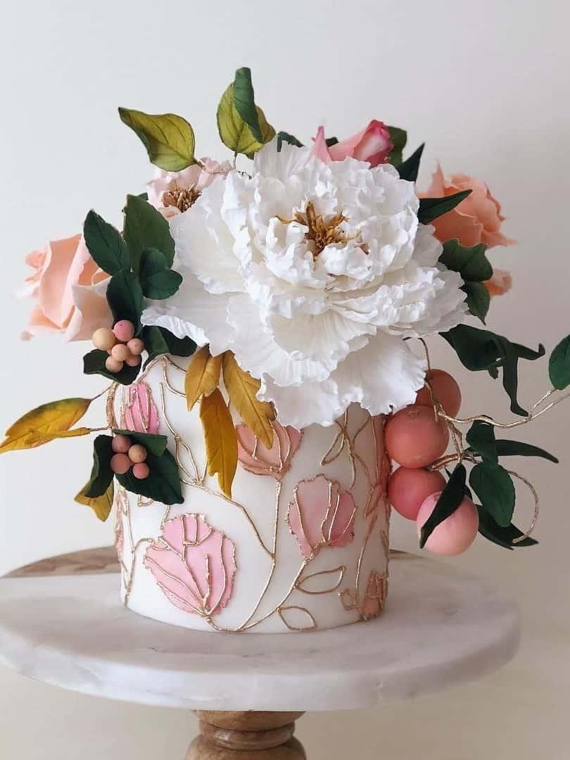 floral wedding cake with golden details