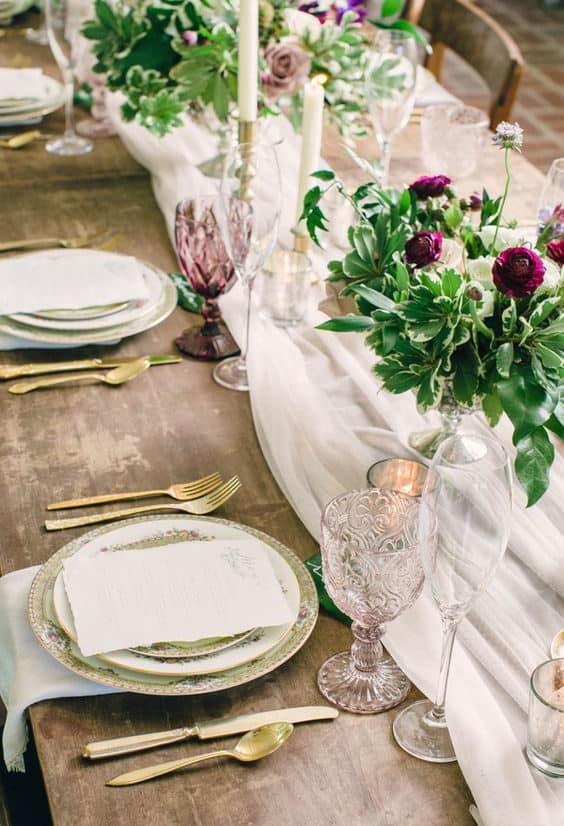 wedding table decoration with fabrics and flowers