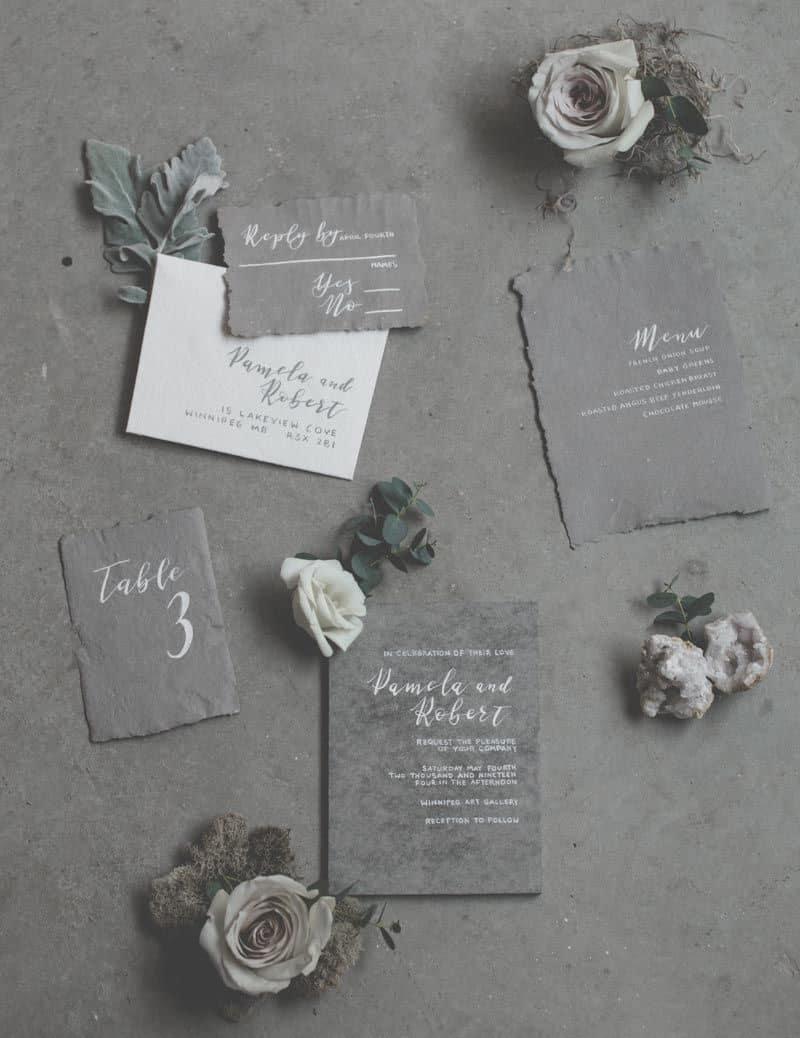 γαμήλια πρόσκληση με χαρτί στο χρώμα του στιμέντου