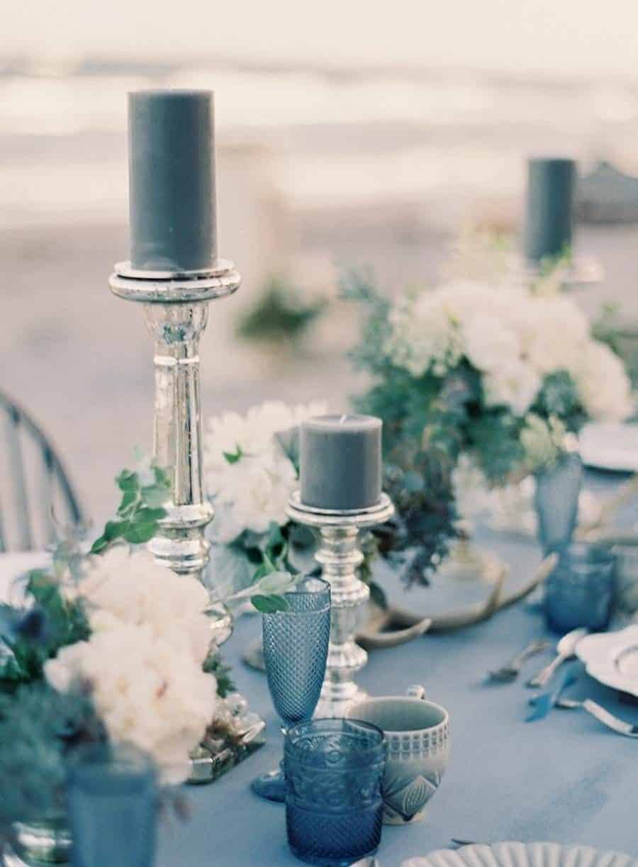 dusty blue candles for the wedding dinner