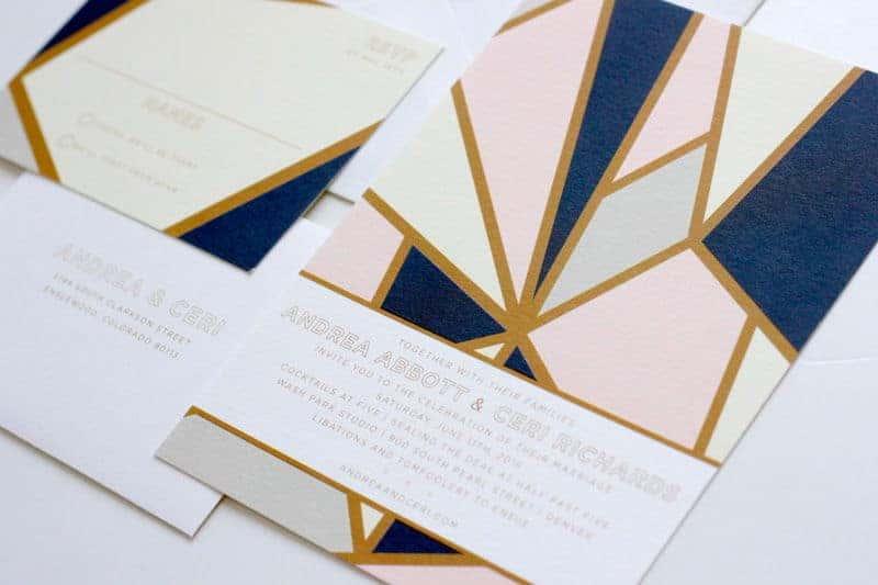 γαμήλια πρόσκληση με γεωμετρικά σχήματα