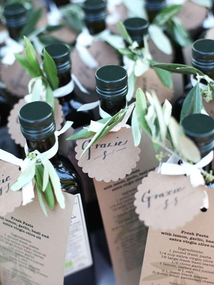 μπομπονιέρες γάμου μπουκάλια από κρασί με φύλλα ελιάς