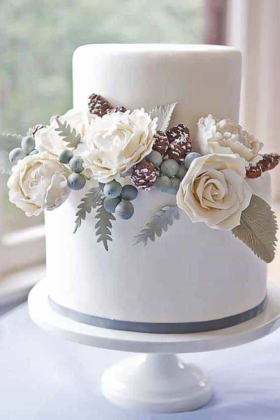 wedding cake for winter with white roses