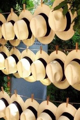 γαμήλια διακόσμηση με ψάθινα καπέλα