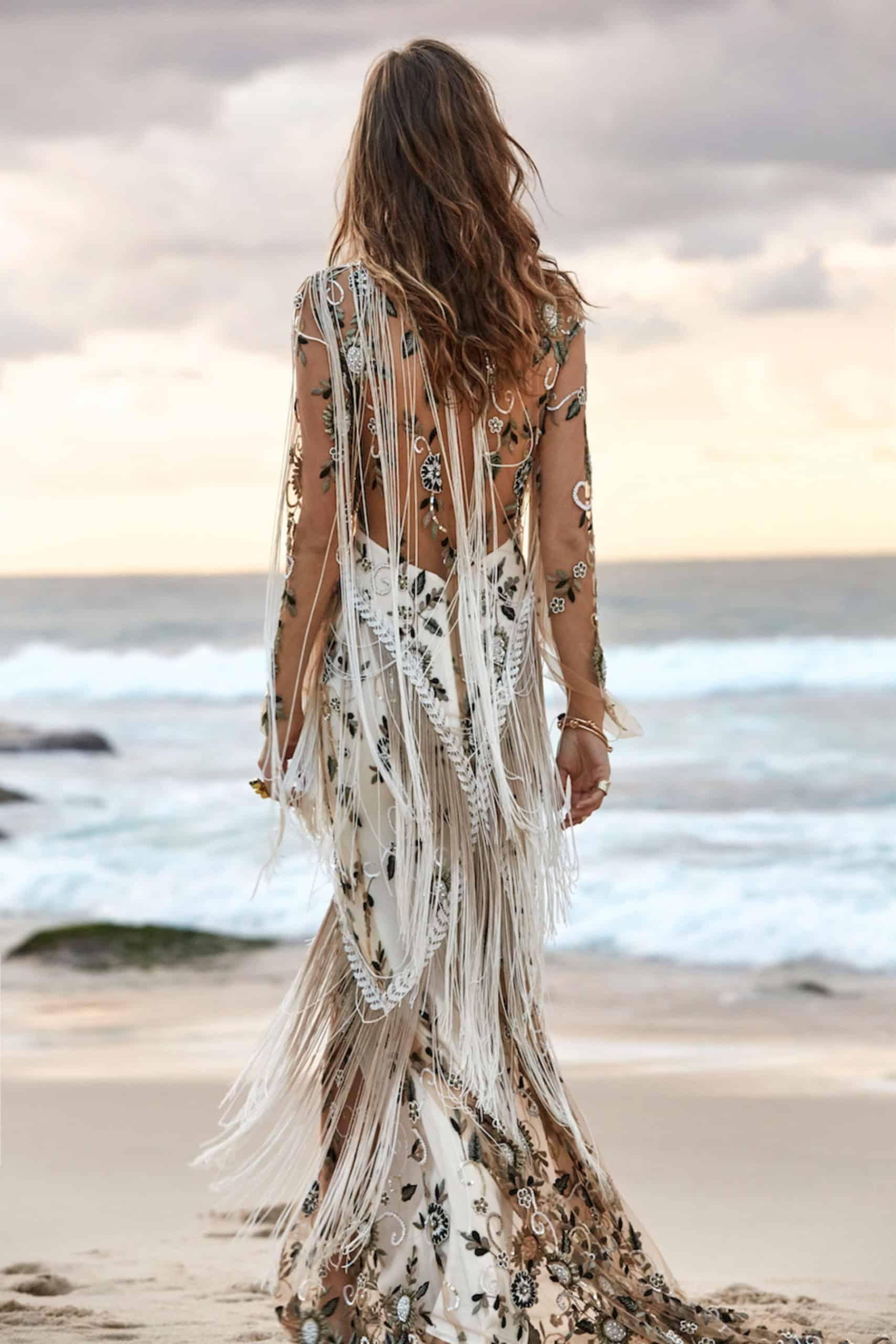 wedding dress with tropical mood