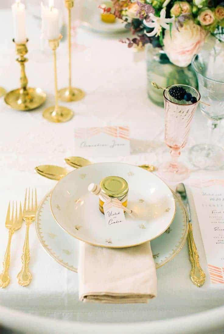 wedding dinner plate decoration with