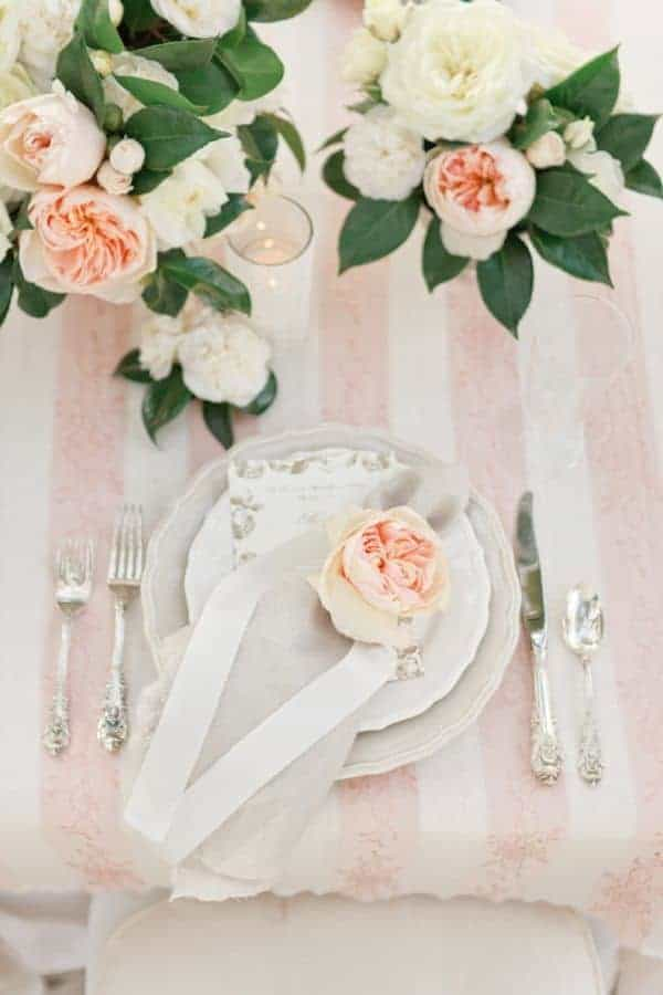 wedding dinner plate decoration with english rose in peach colours