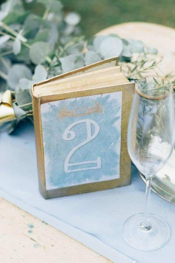 wedding dinner table numbering using a notebook