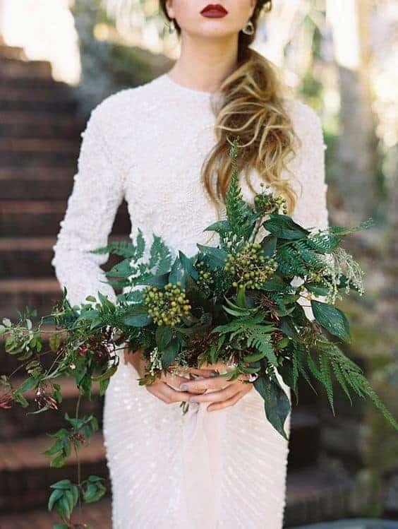 γαμήλια ανθοδέσμη με πρασινάδα
