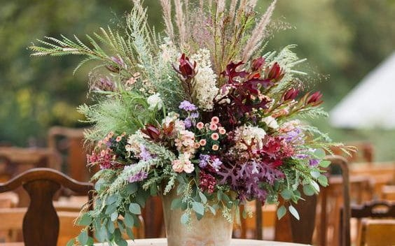 flower arrangement with dried flowers