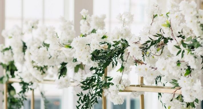 table wedding decoration with white flowers