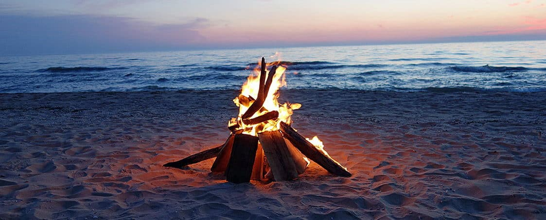 Campfire στη παραλία