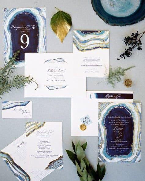 γεώδες γαμήλια πρόσκληση σε αποχρώσεις του μπλέ