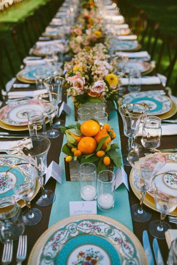 γαμήλιο δείπνο διακόσμηση τραπεζίου ξύλινα κουτία με πορτοκάλια