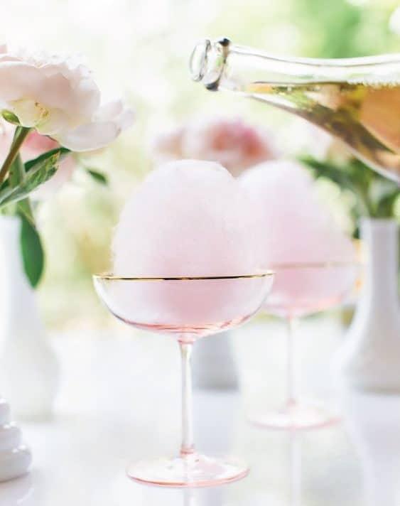 γαμήλιο κοκτέιλ γεύση μαλλί της γριάς και φράουλας