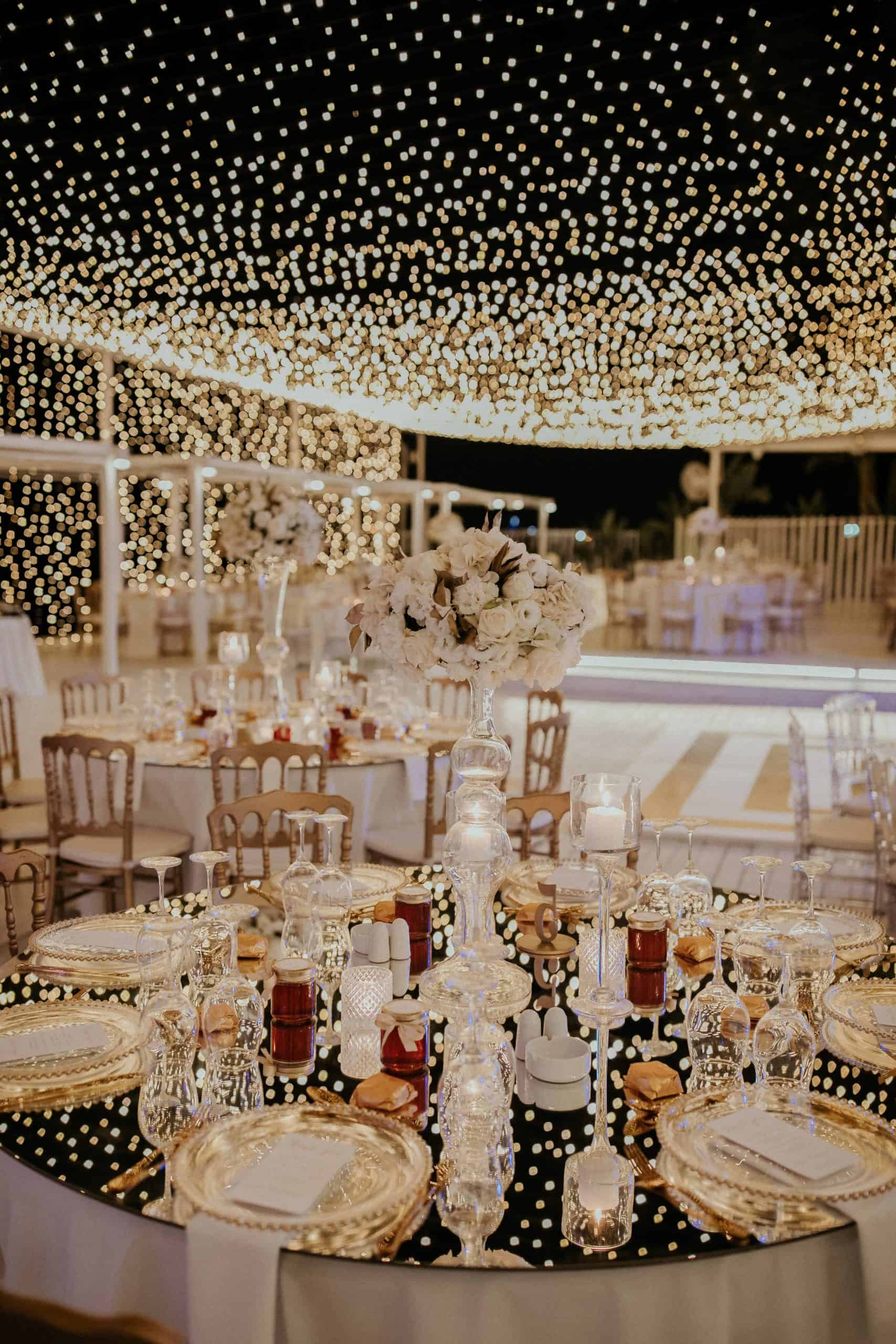 wedding table decoration with fairy lights